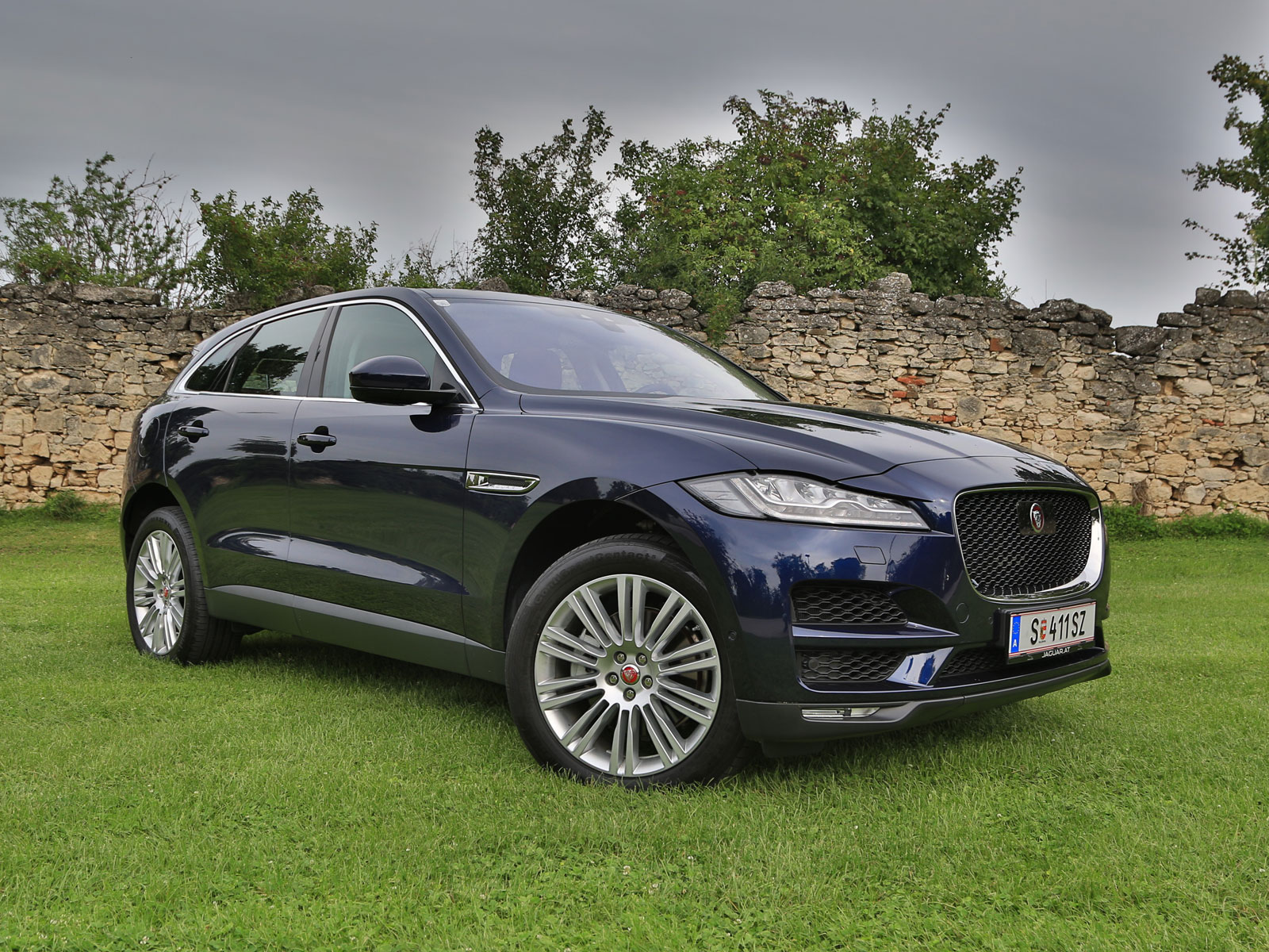 jaguar f pace 30d awd portfolio testbericht. Black Bedroom Furniture Sets. Home Design Ideas