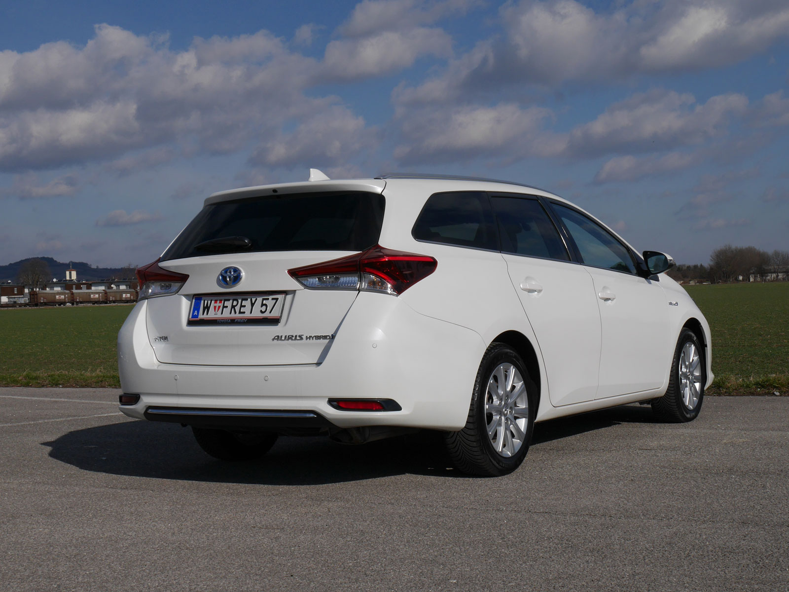 toyota auris touring sports 1 8 hybrid lounge. Black Bedroom Furniture Sets. Home Design Ideas