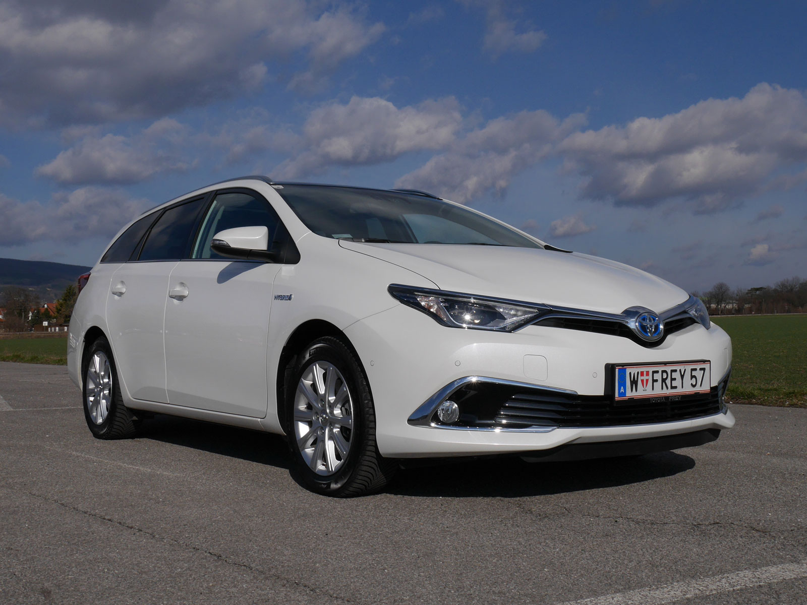 toyota auris touring sports 1 8 hybrid lounge testbericht. Black Bedroom Furniture Sets. Home Design Ideas