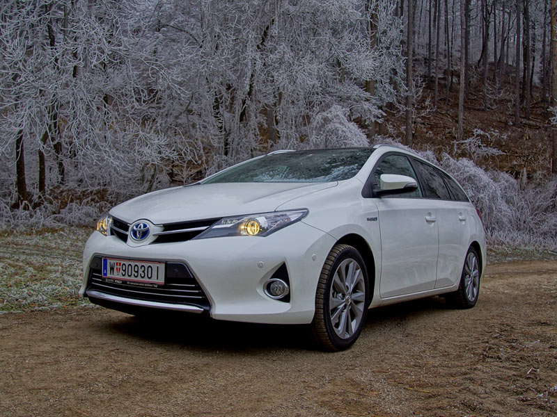 toyota auris touring sports hybrid lounge testbericht. Black Bedroom Furniture Sets. Home Design Ideas