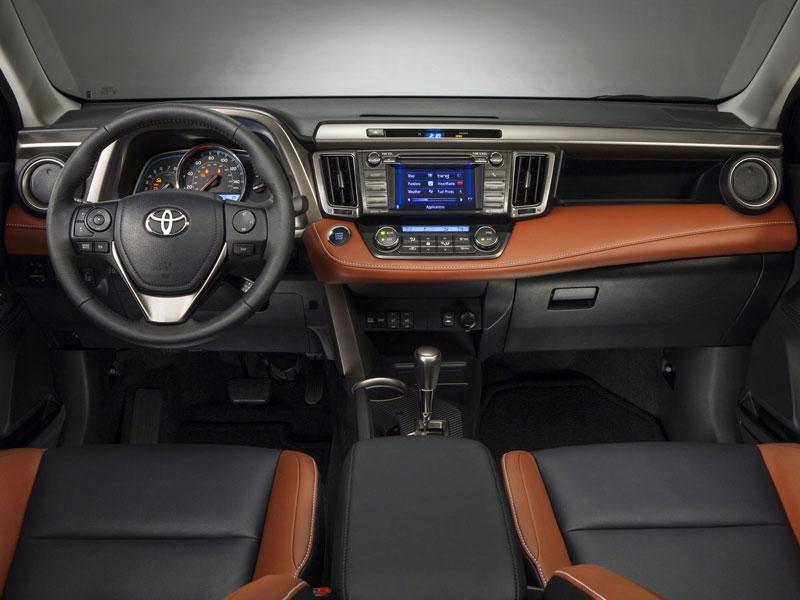 В салоне Toyota RAV4 2013 все по-н…