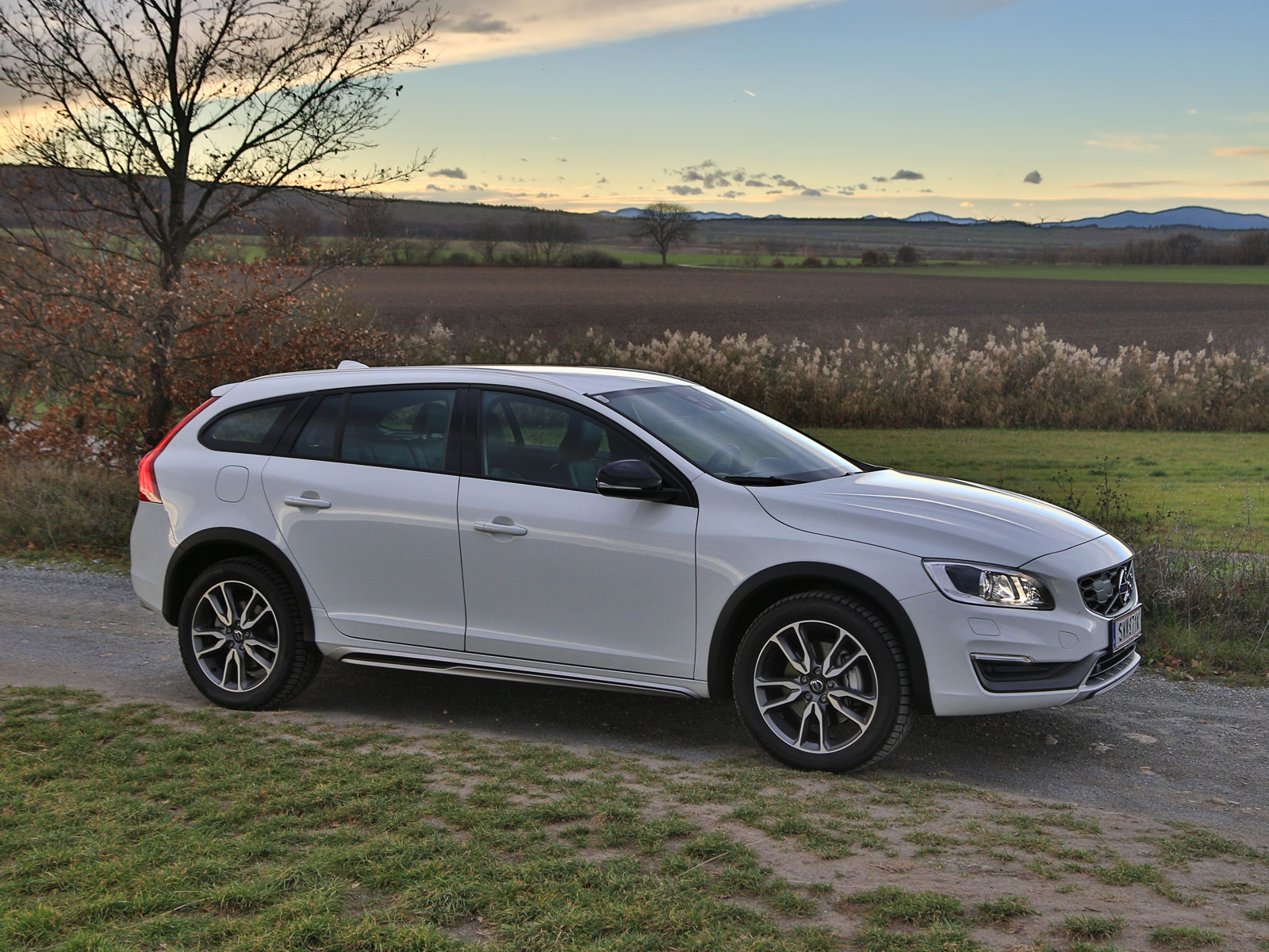 volvo v60 cross country d4 awd geartronic kinetic testbericht. Black Bedroom Furniture Sets. Home Design Ideas