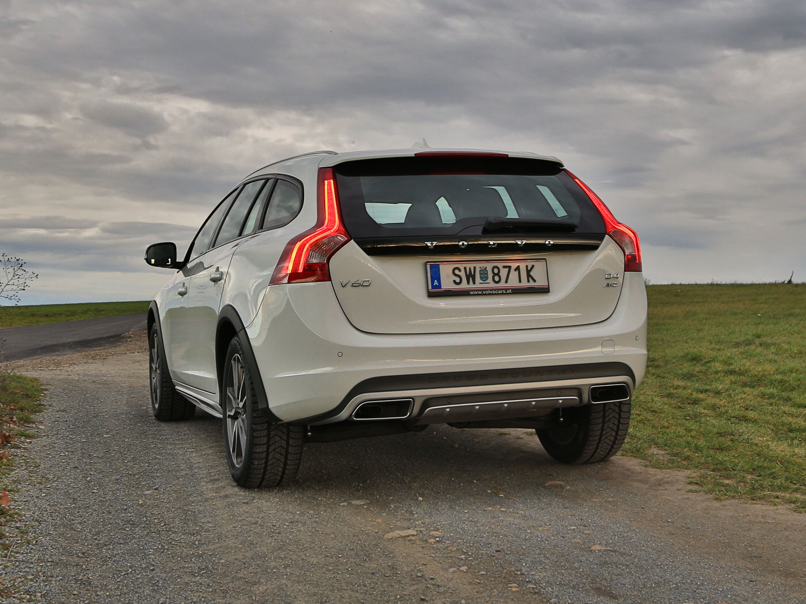 volvo v60 cross country d4 awd geartronic kinetic. Black Bedroom Furniture Sets. Home Design Ideas