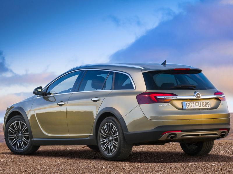Opel анонсировал внедорожный универсал…