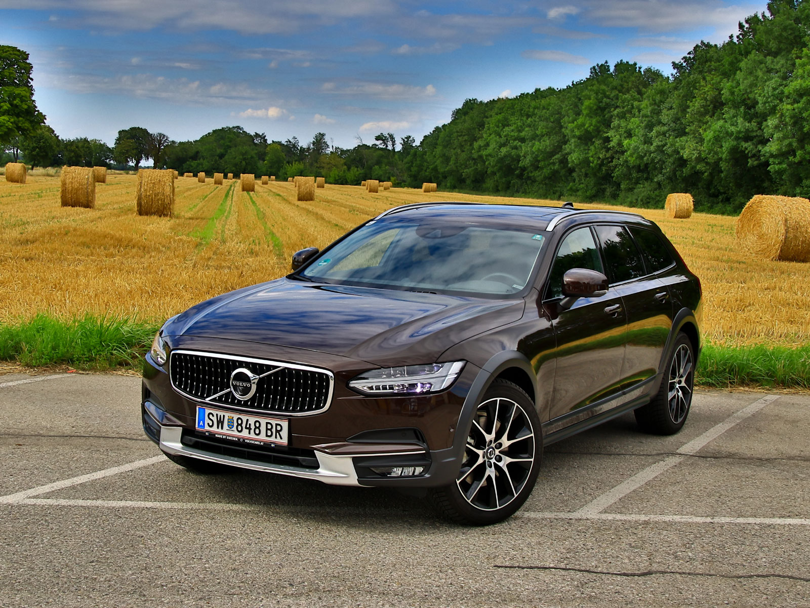 Volvo v90 cross country for Magna motors mazda volvo evansville in