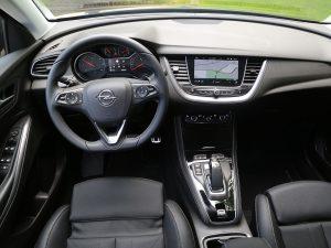 Opel Grandland X Hybrid4 Ultimate Innenraum