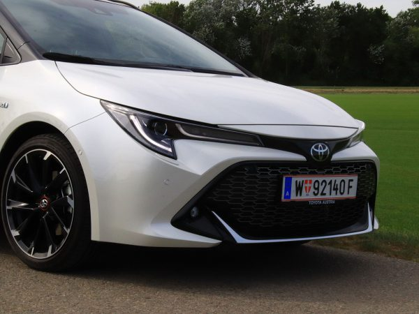 Toyota Corolla TS GR-S Front