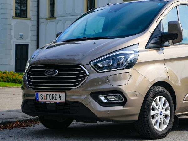 Ford Tourneo Custom PHEV Front