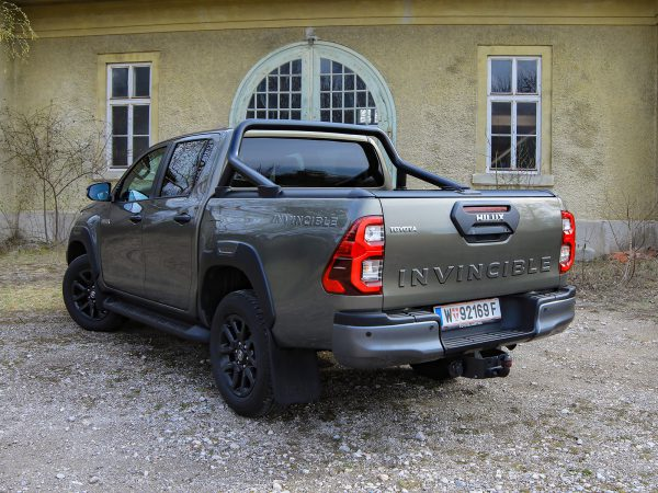 Toyota Hilux 2,8D-4D DC 4WD Invincible AT